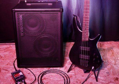 Tonaufnahme.ch - Instrumente - Bass - Wie nehme ich den Bass ab für einen live Gig?